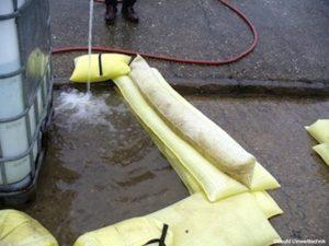 Wasserschutzschlauch-160x25cm-im-Einsatz